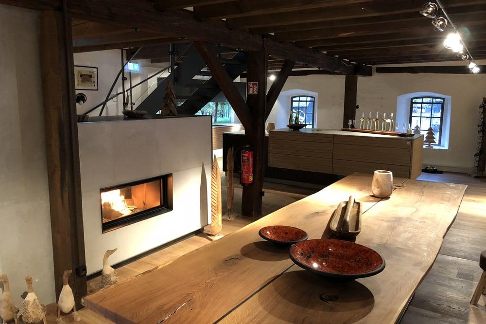 Exklusives Wohnzimmer aus Holz vom Holzraum Schloss Lüntenbeck