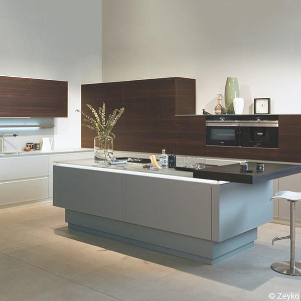 Moderne Küche vom Holzraum Schloss Lüntenbeck und Zeyko